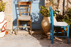 Mediterranean mood (Shahrazad_84) Tags: flowers plants colors vintage mediterraneo chairs sunny sicily marzamemi vasi