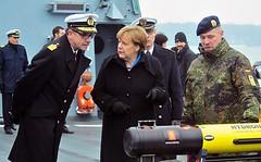 Bundeskanzlerin Angela Merkel besucht Marine in Kiel (Deutscher Marinebund) Tags: marine kiel merkel ksk ehrenmal bundeskanzlerin behling kielernachrichten marineehrenmal kampfschwimmer truppenbesuch marinesttzpunkt marinebund einsatzflottille1