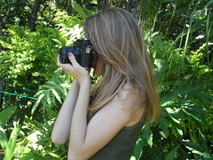 28/366 Click, click! (JessicaBelotto) Tags: verde sol nature foto ar you mommy natureza days thank honey click antiga zenit ao fotografia projeto livre me cabelo cmera fotografando obrigada fotografico 366 loiro cmeraantiga 366daysofhoney 366diasnoano