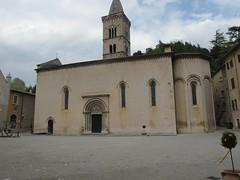 2011 04 24 Marche - Visso - Collegiata Santa Maria_0317 (Kapo Konga) Tags: italia chiesa piazza borgo marche collegiata visso