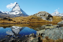 das Matterhorn (welenna) Tags: schnee autumn snow mountains animals landscape switzerland tiere view berge ziege matterhorn alpen wallis