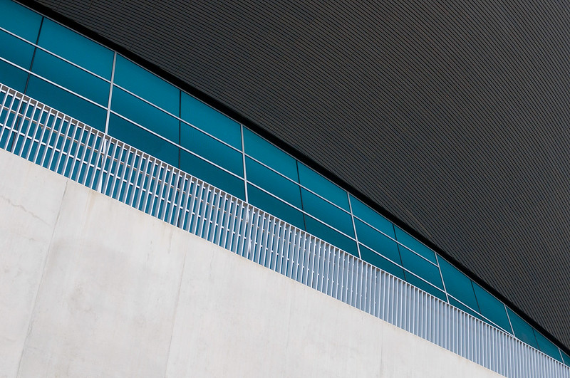 "London Aquatics Centre • <a style=""font-size:0.8em;"" href=""http://www.flickr.com/photos/28211982@N07/25421679482/"" target=""_blank"">View on Flickr</a>"