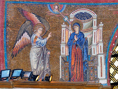 'Annunciation' mosaic, Jacopo Torriti, c1295 - triumphal apsidal arch, Santa Maria Maggiore, Rome (edk7) Tags: nikond300 edk7 2010 italy italia lazio latium rome roma basilicapapaledisantamariamaggiore sanctaemariaemaioris interior abside apse apsidal arch apsidalarch triumphalarch mosaic mosaico annunciazione annunciation jacopotorritifratefrancescano1295 jacopotorritic1295 architecture building oldstructure church art artwork medieval saint halo cathedra chair throne woman column angelgabriel holyspirit holyghost dove heavenlyfather madonna mary maria nikonafsnikkor70200mm128giiedswmvredif triumphalapsidalarch
