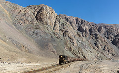 Towering rocks (david_gubler) Tags: chile train railway llanta potrerillos ferronor