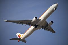 Iberia Airbus A330-300 (EC-LUX) (CAUT) Tags: madrid espaa plane march airport spain nikon aircraft aviation flight airline airbus mad flughafen flugzeug takeoff aeropuerto marzo a330 spotting avion iberia vuelo aviacion despegue 2016 adolfosuarez spotter d610 aerolinea aeropuertomadrid lemd a330300 caut madridbarajas eclux nikond610
