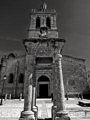 Columnas y torre (Bonsailara1) Tags: blackandwhite espaa tower blancoynegro spain torre columns perspective catedral perspectiva ciudadrodrigo columnas castillaylen bonsailara1
