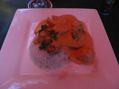 """Orange Walk: du poulet à la sauce """"grainez de potiron"""" et du riz coco. Ca change un peu du continuel """"poulet, riz et haricot"""". <a style=""""margin-left:10px; font-size:0.8em;"""" href=""""http://www.flickr.com/photos/127723101@N04/26051621936/"""" target=""""_blank"""">@flickr</a>"""