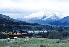 Meanwhile in Scotland on a Birthday holiday...sadly the sun can be in short supply.....7Y39 37401 09-45 Mossend-Oban, shortly after departure from Crainlarich passing Inverhervie 26-04-1989 (the.chair) Tags: mary queen lower nr scots tyndrum 0945 37401 7y39 mossendoban inverheriv 26041989