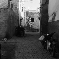 Medina (yaelgasnier) Tags: travel blackandwhite square noiretblanc colorfull morocco squareformat maroc marrakech marruecos bnw marokko streetview  wonderfulplaces   shotaward vsco beautifuldestinations iphoneography instagramapp instamorocco igworldclub iphone6plus marocphotonet
