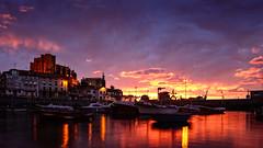 Breves momentos (Carpetovetn) Tags: espaa marina sunrise puerto luces mar agua barcos amanecer castro cielo nubes barcas cantabria castrourdiales cantbrico tamron2875 motoras santamara marcantbrico drsena nikond610