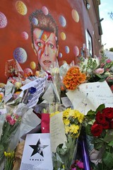 David Bowie tribute - Brixton, London (Don Blandford (Snapperchap)) Tags: davidbowie brixtontributetodavidbowie bowie themanwhofelltoearth starman ziggystardust brixton london rportagebowiememorial