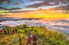 隙頂隙頂真美麗 (山賊團長) Tags: nikon flickr 夕陽 gitzo 阿里山 嘉義 carlzeiss 火燒雲 隙頂 天際線 nikond810 canonef1635 canon1dx 石槕 夕陽雲海