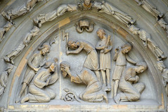 Saint Denis loses his head - Basilique Saint-Denis (Monceau) Tags: beheaded saintdenis martyrdom basiliquedesaintdenis