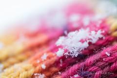 Le Petit Flocon (Sous l'Oeil de Sylvie) Tags: winter snow cold macro wool colors pentax bokeh couleurs hiver neige bonnet froid tuque pdc ks2 laine flocondeneige profondeurdechamps 90mmtamron sousloeildesylvie