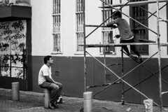 In the streets of Cali, people speak however they want ! #colombia #cali #scaffolding #talk #speak #conversation #painting #blackandwhite #streetphotography #pintura #fotografiadecalle #blancoynegro #conversacion #travel #viaje #voyage #photoderue #noiret (LucasLy) Tags: voyage travel viaje people blackandwhite streets blancoynegro cali painting colombia scaffolding noiretblanc streetphotography talk want they conversation speak pintura however in photoderue conversacion fotografiadecalle instagram