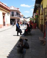 """San Cristóbal de las Casas: un autre jeune travailleur... <a style=""""margin-left:10px; font-size:0.8em;"""" href=""""http://www.flickr.com/photos/127723101@N04/25564866441/"""" target=""""_blank"""">@flickr</a>"""
