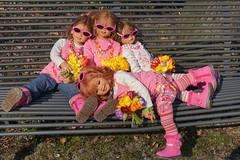 Den Frhlingstag genieen ... (Kindergartenkinder) Tags: person dolls blumen kind ostern schloss landschaft annette frhling tulpen tivi milina herten himstedt annemoni kindergartenkinder sanrike