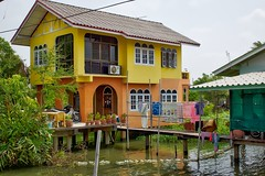 Houses on Ko Kret, an island in the Chao Phraya river near Bangkok, Thailand (UweBKK (α 77 on )) Tags: houses house water architecture river thailand flow island asia bangkok sony ko southeast alpha dslr chao koh 77 slt pak kret phraya kokret kohkret pakkret