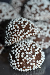 Punschpraliner (hcorper) Tags: macro dof bokeh chocolate indoor macromondays nikond3100 beginswiththeletterp punschpraliner