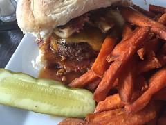 Graceland Burger (jericl cat) Tags: city nyc food newyork bar lunch manhattan connecticut burger foodporn graceland wilton littlepub