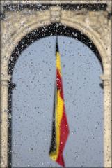Vous prendrez bien une petite goutte? (chando*) Tags: brussels water fountain drops eau belgium belgique flag bruxelles fontaine parcducinquantenaire jetdeau gouttesdeau drapeaubelge noirjaunerouge
