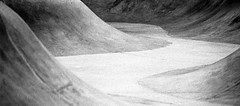 Curves 4 (Jeff Heurteur) Tags: street blackandwhite white abstract black film monochrome analog blackwhite noir noiretblanc kodak curves minimal skatepark minimalism curve blanc canon300v argentique noirblanc abstrait kodaktrix400 linescurves canon70200mm monochromy analogique monochromie