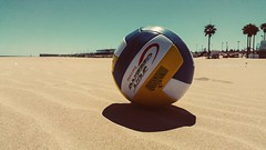 Time to play ;) (Quique CV) Tags: sea costa primavera beach valencia ball coast spring sand mediterranean mediterraneo playa arena volley malvarrosa hss 2016