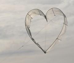 usiamolo.... (andrea.zanaboni) Tags: kite fly nikon heart emotion wind cuore vento emozioni volare aquilone
