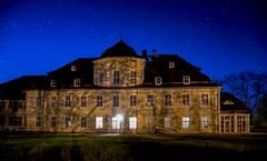 Schloss Kittlitz unterm Sternenhimmel (matthias_oberlausitz) Tags: sachsen schloss sterne langzeitbelichtung blaue sternenhimmel oberlausitz stunde kittlitz hiiso ostsachsen