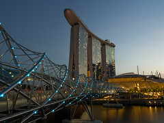 Helix (wkngw) Tags: bridge architecture marina bay singapore helix sands mbs