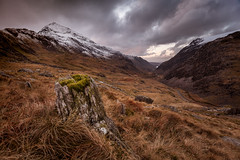 Ochre (jellyfire) Tags: winter light sky cloud brown snow mountains grass rock wales clouds zeiss canon landscape purple stones snowdon slate ochre snowdonia quarry ze capelcurig landscapephotography pygtrack dinorwig canon5dmkii distagont3518 zeissdistagont18mmf35ze leeacaster