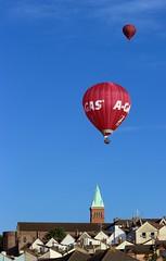 Balloons over Totterdown (Richimal) Tags: tower church balloons bristol balloon hotairballoon totterdown bristolballoonfiesta bristolballoonfestival bristolinternationalballoonfiesta bristolfiesta churchoftheholynativity bristolhotairballoonfestival thechurchoftheholynativity