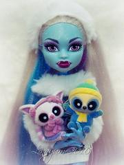 Snow Sweetness (Linayum) Tags: snow cute abbey monster toy toys doll simba juego mh mattel mueca yoohoo linayum pammee monsterhigh abbeybominable yoohooandfriendssnowees