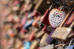 Liebe ist... (jwfoto1973) Tags: germany deutschland nikon heart bokeh cologne kln makro herz liebe hohenzollernbrcke hohenzollernbridge lovelocks d7100 lovepadlocks liebesschloss liebesschsser johannesweyers