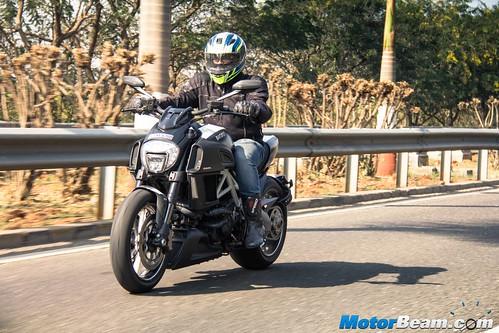 2016-Ducati-Diavel-06