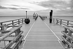 Auf der Seebrücke (garzer06) Tags: deutschland wasser natur himmel wolken brücke ostsee schwarz wellen gondel zingst mecklenburgvorpommern seebrücke naturfotografie naturephoto schwarzweis wolkenhimmel ostseewellen tauchgondel naturphotography