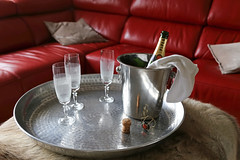 Champagne  Trois - Amsterdam (Netherlands) (Meteorry) Tags: red party netherlands amsterdam rouge glasses europe poem crystal champagne nederland couch sofa cooler february cristal paysbas noordholland verres brut seau 2016 glacire meteorry pome piperheidsieck