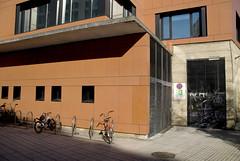 Cubico (Bichuas (E. Carton)) Tags: rojo edificio ciudad biblioteca bici sansebastian bicicletas donostia gros zurriola cubico safecreative