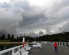 clouds over gdynia (kexi) Tags: sky people june clouds dark samsung poland polska polen boardwalk molo polonia pologne gdynia 2015 instantfave orlowo wb690
