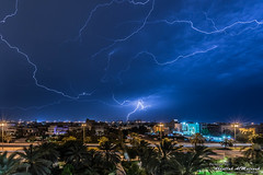 AFM1181_005527.jpg (AFM1181) Tags: lighting street sky house cars rain night palms lights palm kuwait thunder kw  q8 grean  salwa        hawallygovernorate afm1181