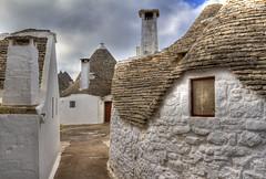 Alberobello (Antonio Vaccarini) Tags: italien houses italy canon italia tetti case roofs explore trulli puglia unescoworldheritage chimneys italie bari comignoli alleys alberobello canonef24105mmf4lisusm stradine canoneos7d antoniovaccarini