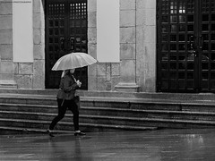 Reflection of a umbrella (Sachada2010) Tags: street city people woman reflection water rain umbrella calle lluvia mujer agua martin gente ciudad olympus iso galicia reflejo fotografia f18 javier paraguas zuiko pontevedra 45mm paseando callejera robado sachada sachada2010 epl6