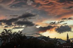 Tan slo mira hacia el cielo...ese cielo! (Yures) Tags: sunset clouds atardeceres ocasos