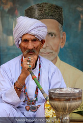 Untitled - 84 (Amna Yaseen) Tags: pakistan white man picture older devotee lahore tobacco laal madhu shah mela hussain 2016 chiraghan huqa