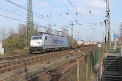 E-loc 186 291-1(Emmerich 1-4-2016) (Ronnie Venhorst) Tags: road railroad building sport architecture yard train canon deutschland eos rebel track outdoor d g eisenbahn rail railway zug bahnhof cargo structure railwaystation 186 freeway infrastructure vehicle locomotive loc mm t3 bahn railways trein spoor logistics duitsland 291 lege 1100 spoorwegen lok treinen traxx spoorweg 2016 emmerich elok 1435 eloc emmerik 1100d materieel containertrein br186 metrans eos1100d spoormaterieel eos1100