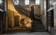 a la memoria del muerto (Plotbot KEN) Tags: history abandoned death memories sanatorium tod healthcare verlassen muerto geschichte gesundheit verfallen germandecay