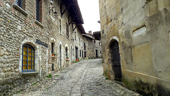 The street of Perouges (Keinsei2) Tags: street old city france home town village samsung medieval a3 ruelle maison rue ville ain moyenage perouges pav rhonealpes dombes