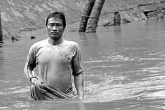 the fisherman of the Mekong (Philippe Goachet) Tags: asian fisherman asia sony vietnam mekong mkong pcheur rx100