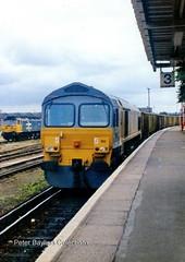 59103 Village of Mells at Eastleigh. (Banchango) Tags: arc 1992 favouriteplaces freighttrain eastleigh diesellocomotives class59 freightengine nameddiesellocomotives