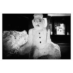 (bruXella & bruXellius) Tags: schnee winter blackandwhite sculpture snow monochrome germany munich mnchen deutschland blackwhite snowman hiver skulptur neige allemagne bnw schneemann bonhommedeneige sculpturedeneige